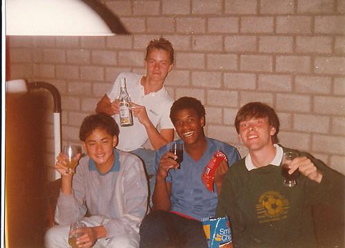Drankje doen met de boys ('85)